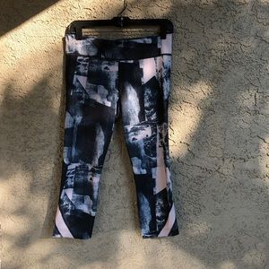 Under Armour Crop Leggings, M